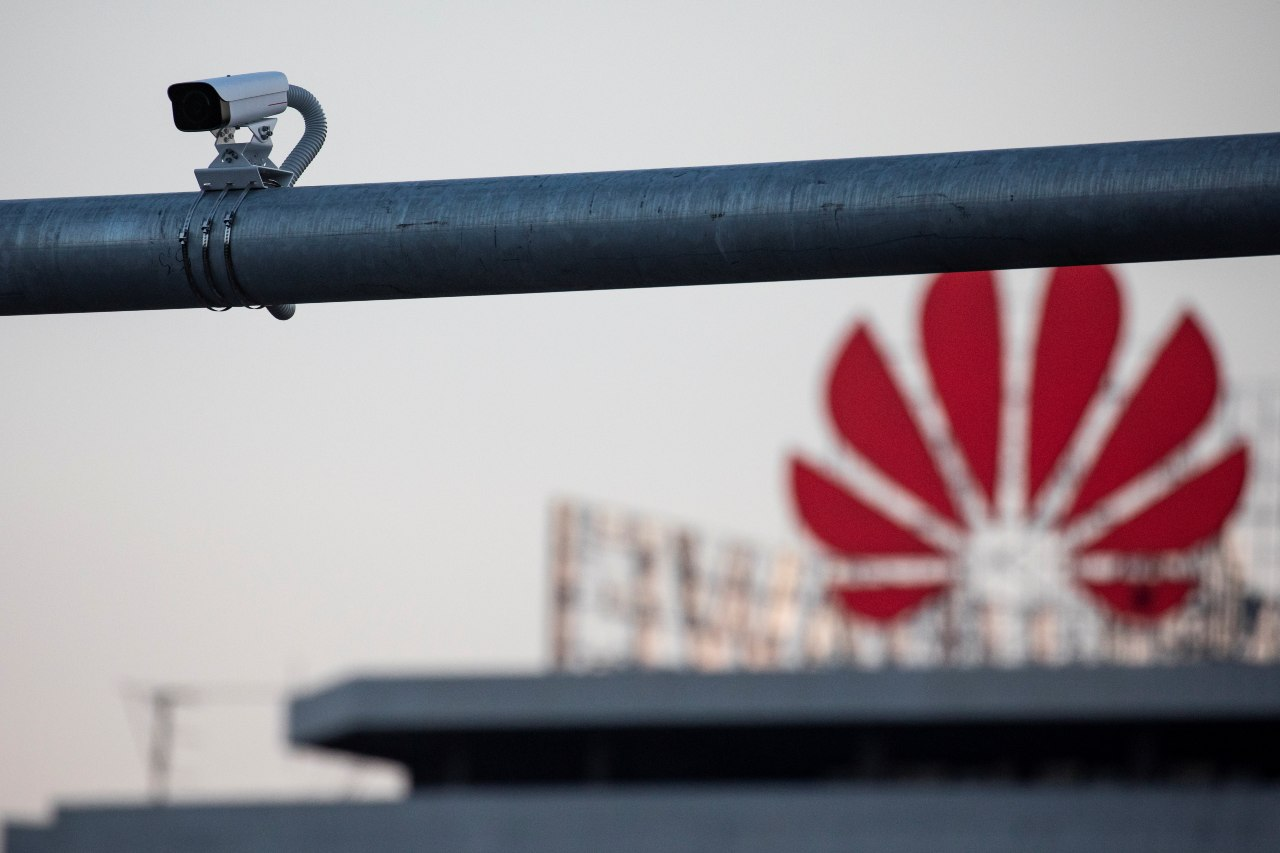 Photo: A surveillance camera is seen in front of a Huawei logo in Belgrade, Serbia, August 11, 2020. Picture taken August 11, 2020. Credit: REUTERS/Marko Djurica