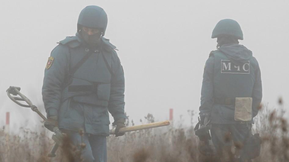 2019-11-19T134913Z_1125823718_RC2DED9UMDV8_RTRMADP_3_UKRAINE-CRISIS-DEMINING (3) (1)