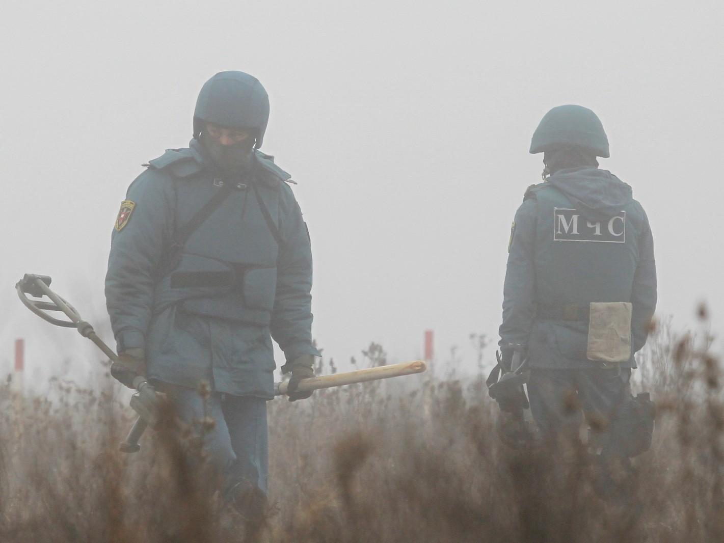2019-11-19T134913Z_1125823718_RC2DED9UMDV8_RTRMADP_3_UKRAINE-CRISIS-DEMINING (3) (2)