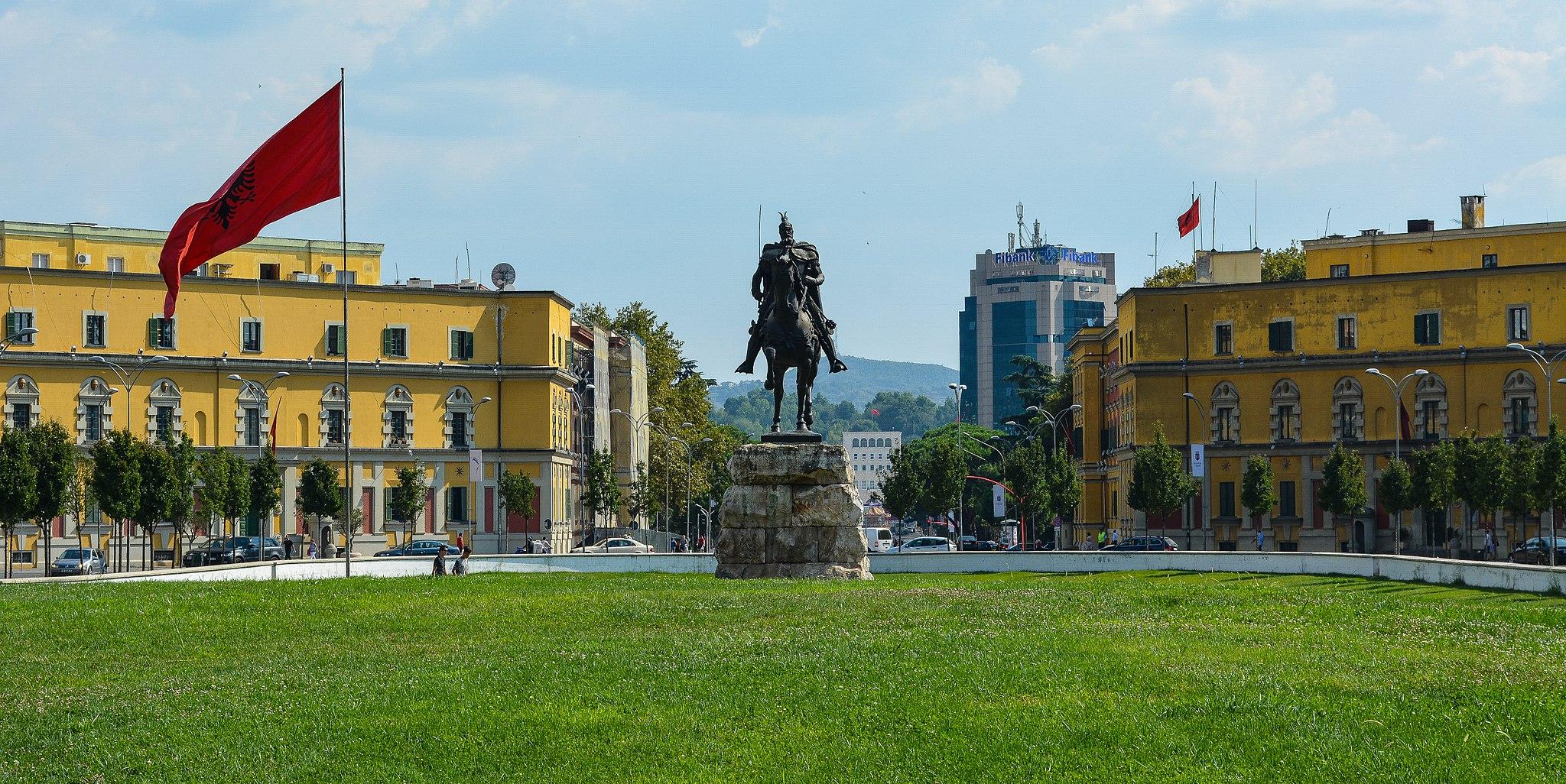 2048px-Skanderbeg_square_tirana_2016
