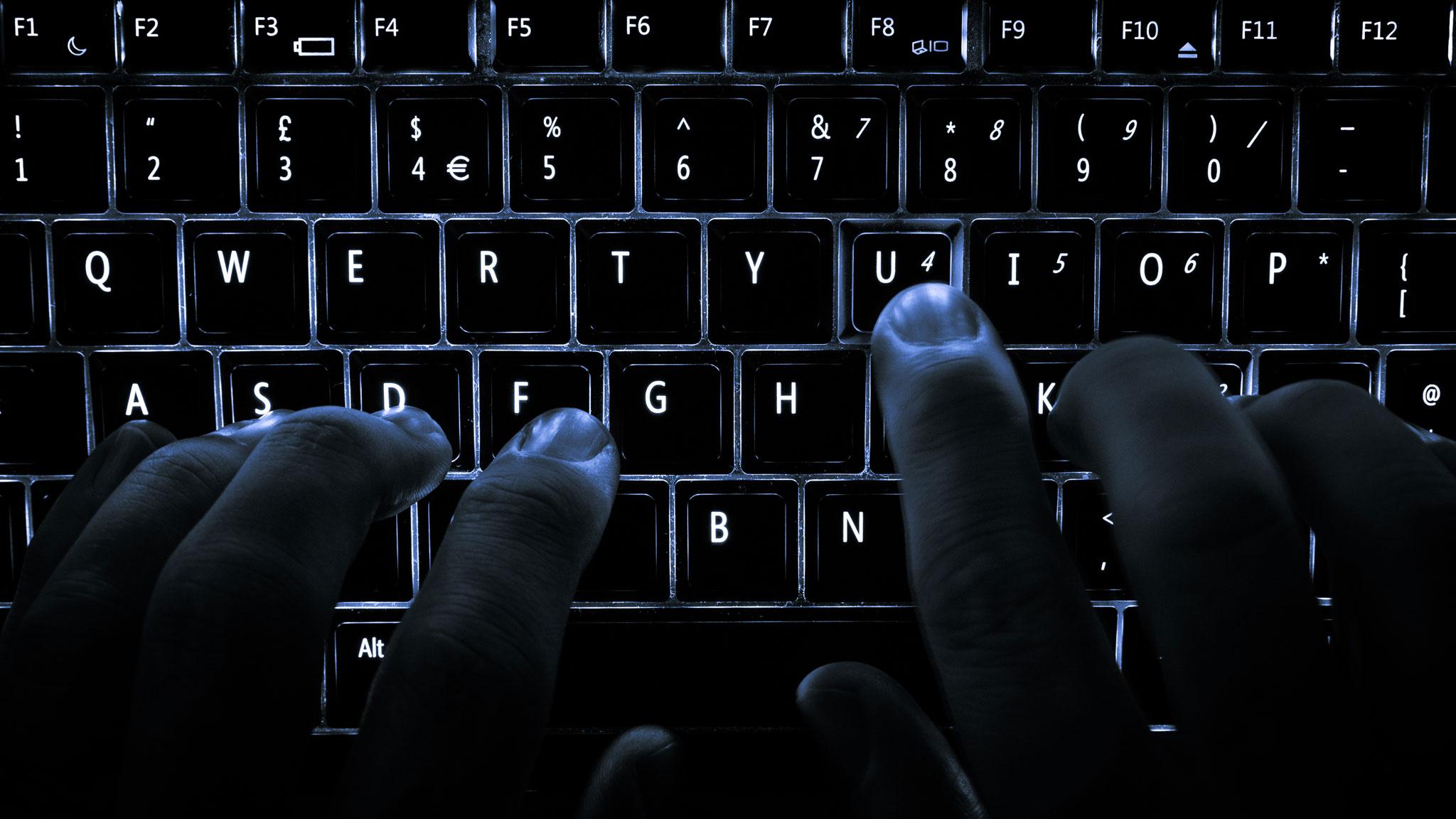 Backlit_keyboard_R