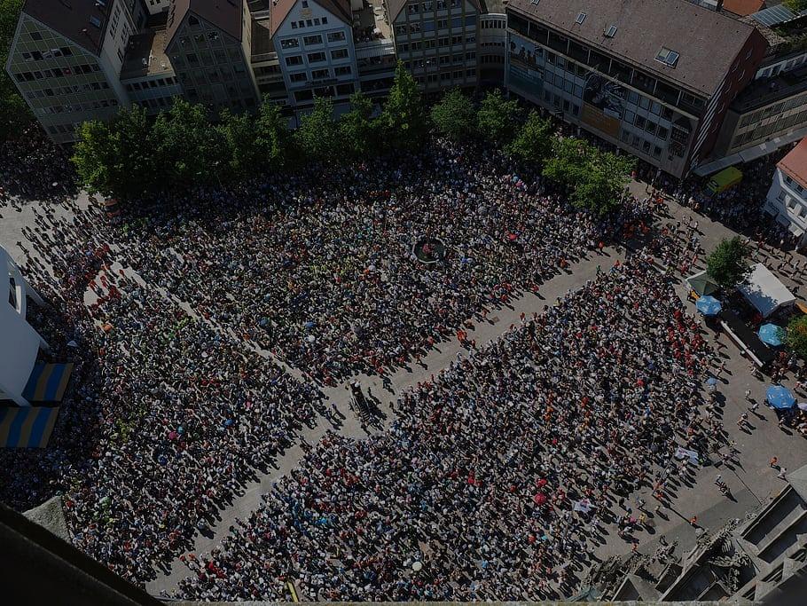 Crowds in Europe_edited