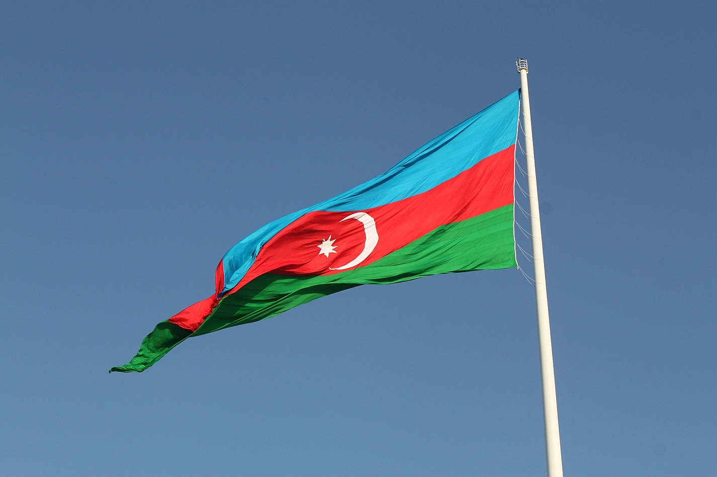 Flags_of_Azerbaijan_from_Square_of_State