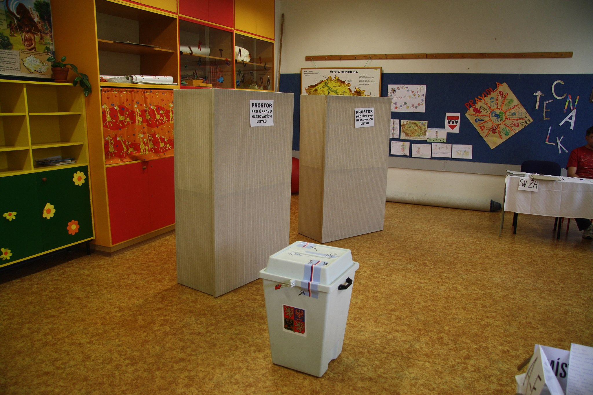 Polling_room_for_municipal_votes_in_Benešova_elementary_school_in_Třebíč.JPG