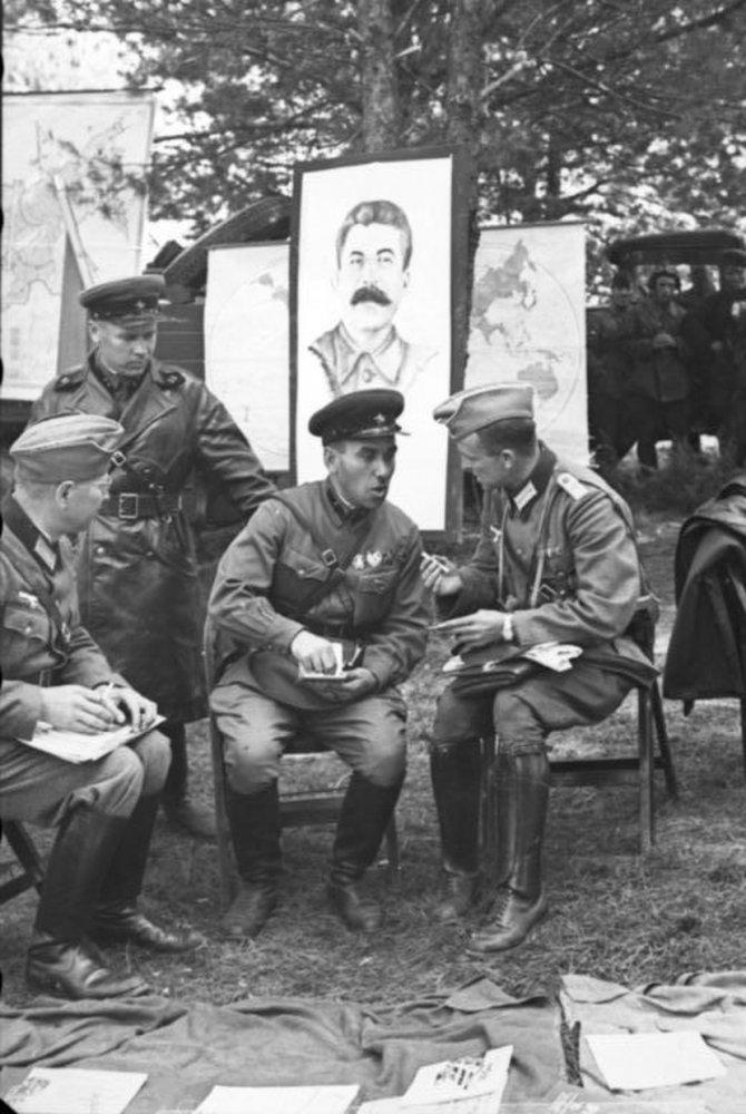 Ruski-i-nemacki-vojnici-prijateljski-cas