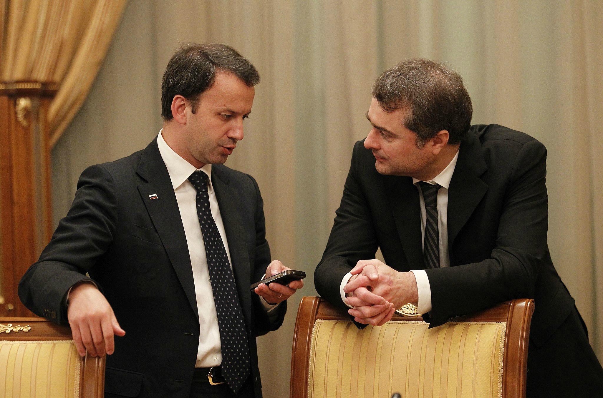 Vladislav_Surkov_and_Arkady_Dvorkovich_28_June_2012 (1)