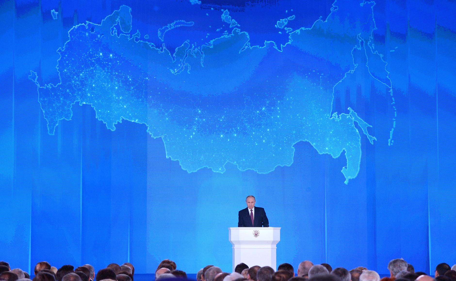Discurso presidencial à Assembléia Federal O Presidente da Rússia Vladimir Putin entregou o Discurso à Assembléia Federal. A cerimônia ocorreu no Salão de Exposições Manezh Central.Foto Kremlin