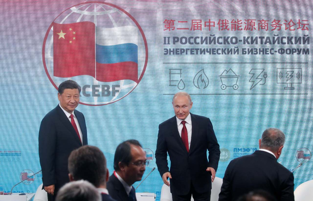 Photo: Russian President Vladimir Putin (R) and Chinese President Xi Jinping attend an energy and business forum on the sidelines of the St. Petersburg International Economic Forum (SPIEF), Russia June 7, 2019. Credit: REUTERS/Maxim Shemetov.