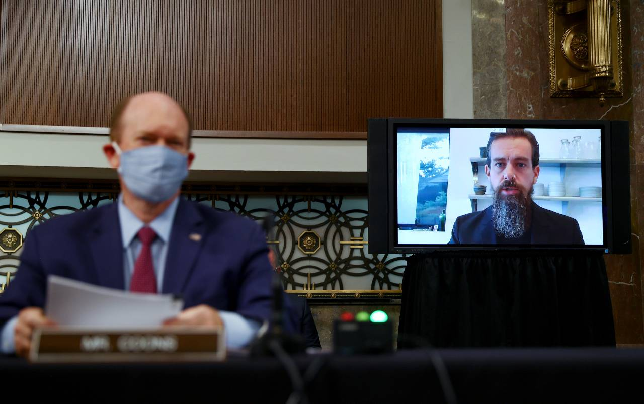 Photo: Twitter CEO Jack Dorsey is seen testifying remotely via videoconference as U.S. Senator Chris Coons (D-DE) listens during a Senate Judiciary Committee hearing titled, «Breaking the News: Censorship, Suppression, and the 2020 Election,? on Facebook and Twitter's content moderation practices, on Capitol Hill in Washington, U.S., November 17, 2020. Credit: REUTERS/Hannah McKay/Pool.