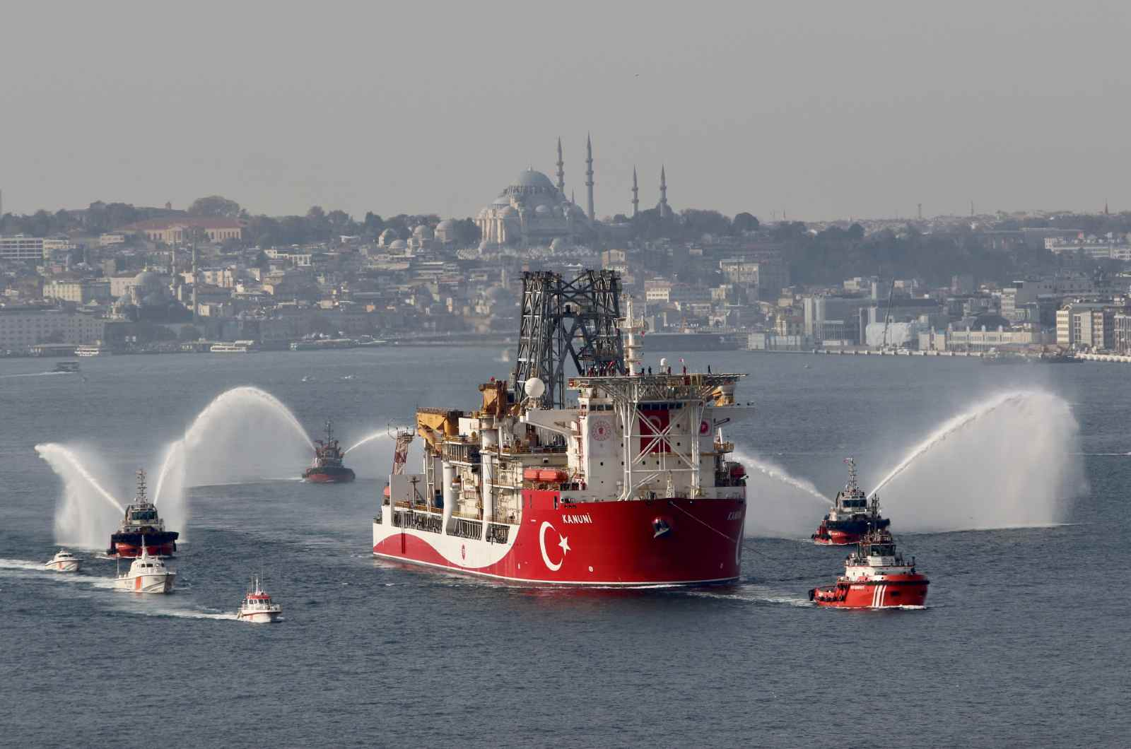 Turkey's drilling vessel Kanuni departs on her maiden trip to the Black Sea in Istanbul, Turkey November 13, 2020. REUTERS/Yoruk Isik