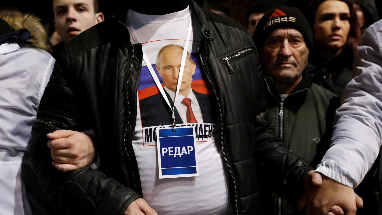 Supporters of Serbian President Aleksandar Vucic and Russian President Vladimir Putin walk towards St Sava temple in Belgrade, Serbia, January 17, 2019. REUTERS/Bernadett Szabo