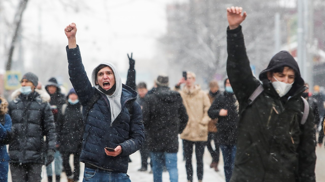 Protestors raise their fists during a rally in support of jailed Russian opposition leader Alexei Navalny in Moscow, Russia January 31, 2021. REUTERS/Maxim Shemetov