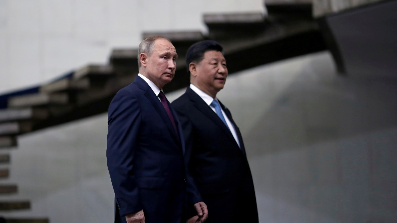 Russia's President Vladimir Putin and China's Xi Jinping walk down the stairs as they arrive for a BRICS summit in Brasilia, Brazil November 14, 2019. REUTERS/Ueslei Marcelino/File Photo