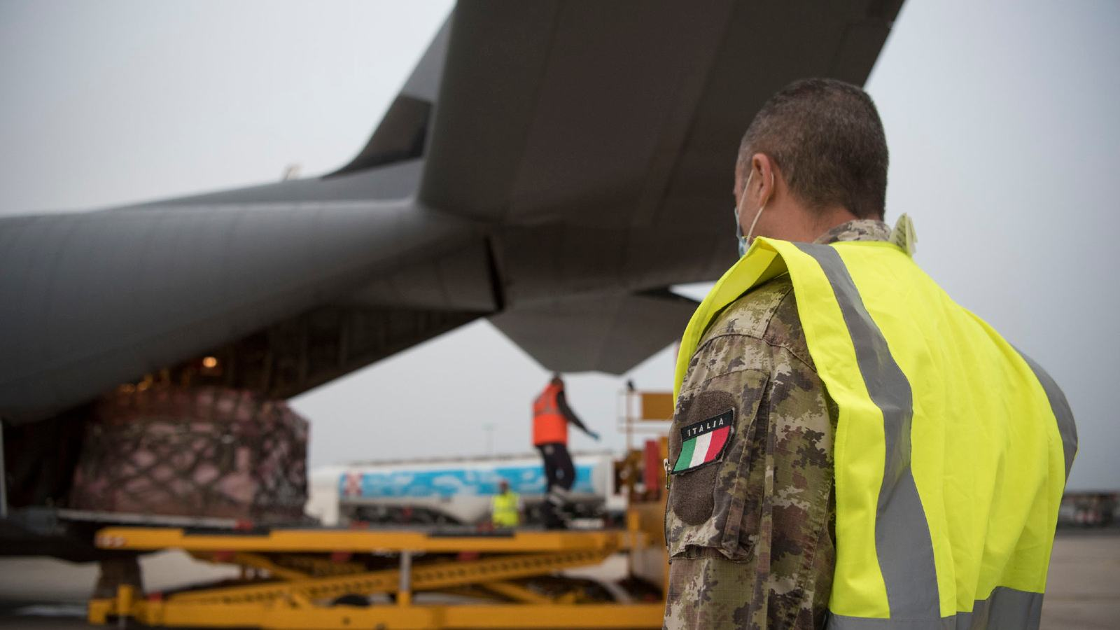 An Italian air force member stands-by as a pallet of medical supplies from Milan, Italy is off-loaded in Rome, May, 13, 2020. In response to the ongoing coronavirus disease 2019 outbreak, an 86th Airlift Wing C-130J Super Hercules assisted the Italian government in transporting medical supplies between supply hubs in Milan and Rome, Italy. (U.S. Air Force photo by Senior Airman Kristof J. Rixmann)
