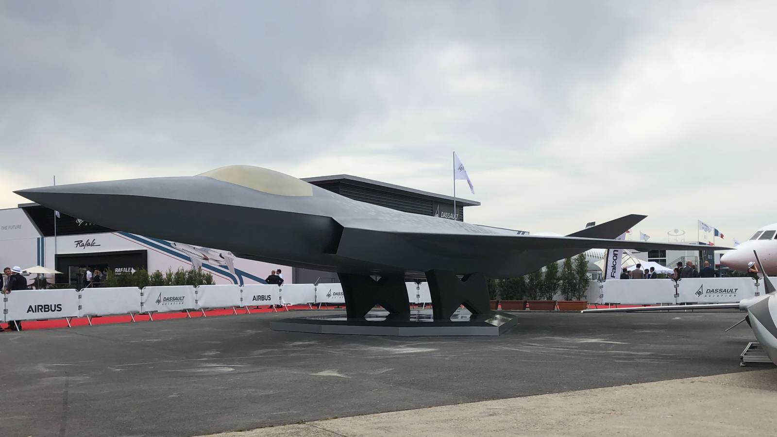 Photo: Model of the Air Combat System of the European Future, unveiled at the 2019 Paris Air Show. Credit: Wikimedia Commons