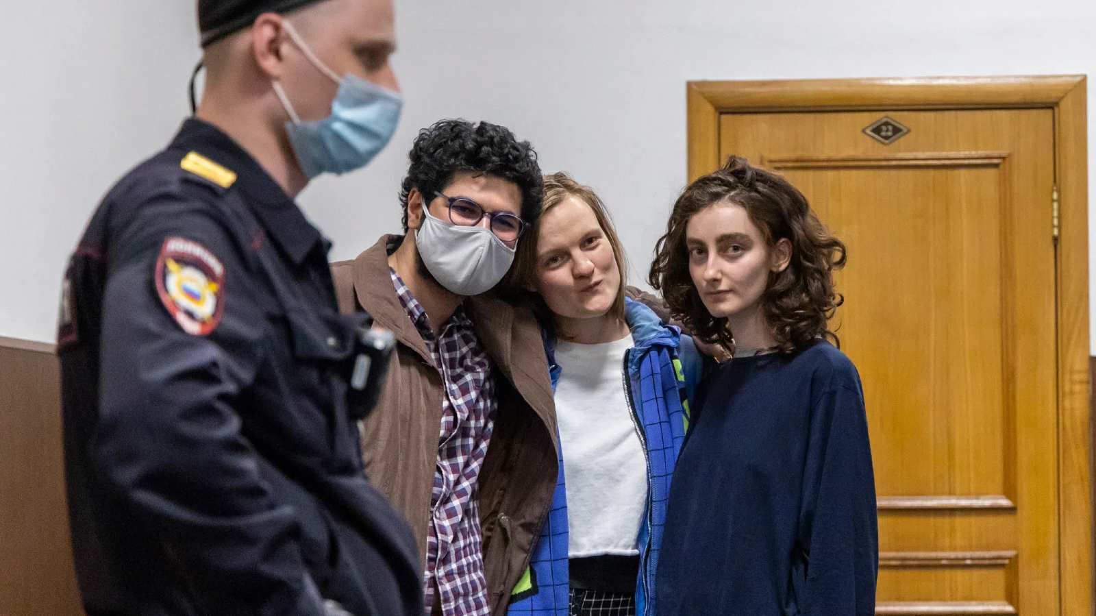 Photo: Armen Aramyan, Natalia Tyshkevich, and Alla Gutnikova in Bassmany Court. Credit: Arden Arkman/Novaya Gazeta