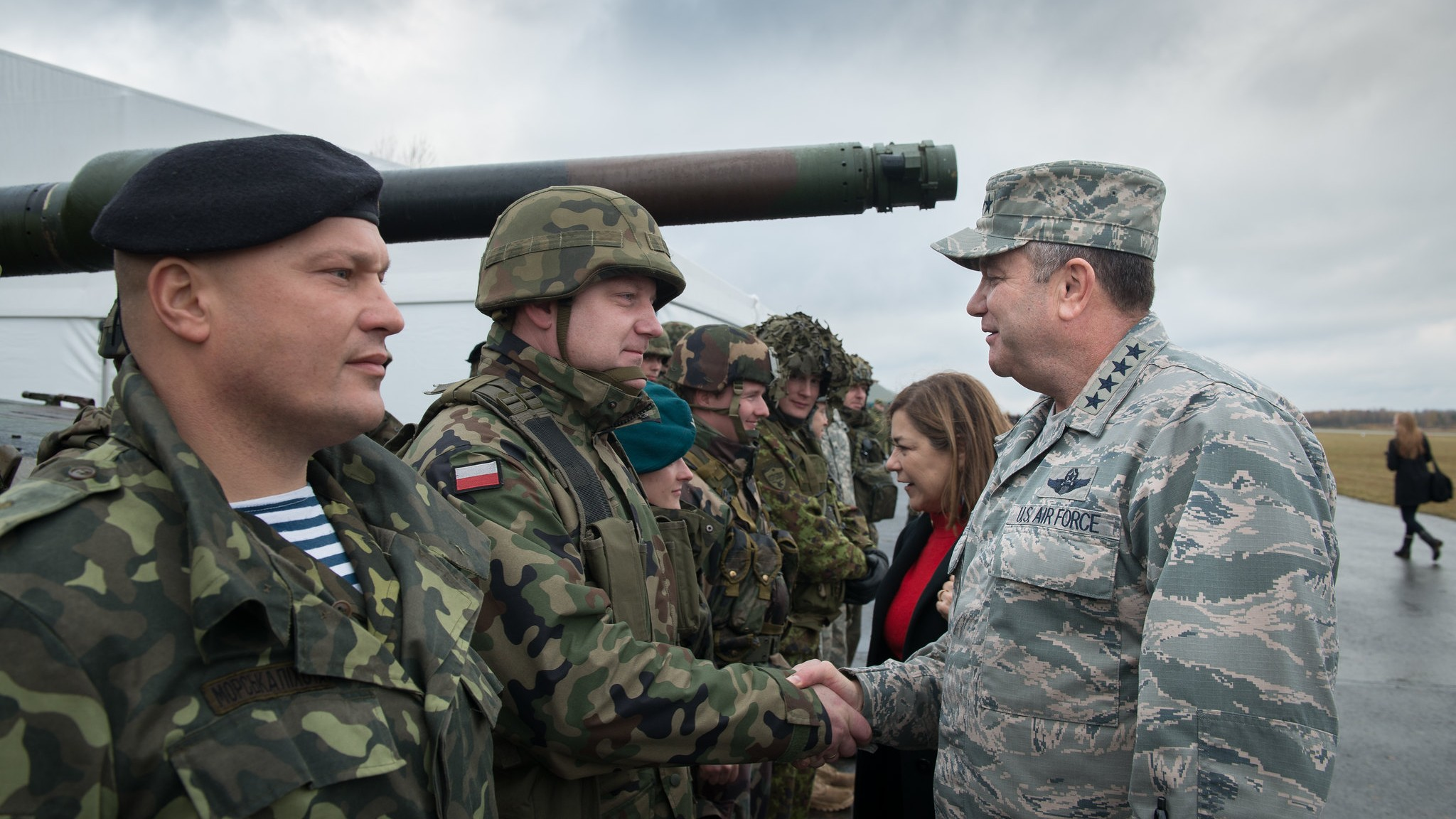 Photo:  Gen. Philip Breedlove (centre) US Air Force, Supreme Allied Commander Europe, meets with a Polish soldier at the Ziemsko Airfield, Poland, during Exercise Steadfast Jazz on Nov. 7, 2013. Credit: NATO