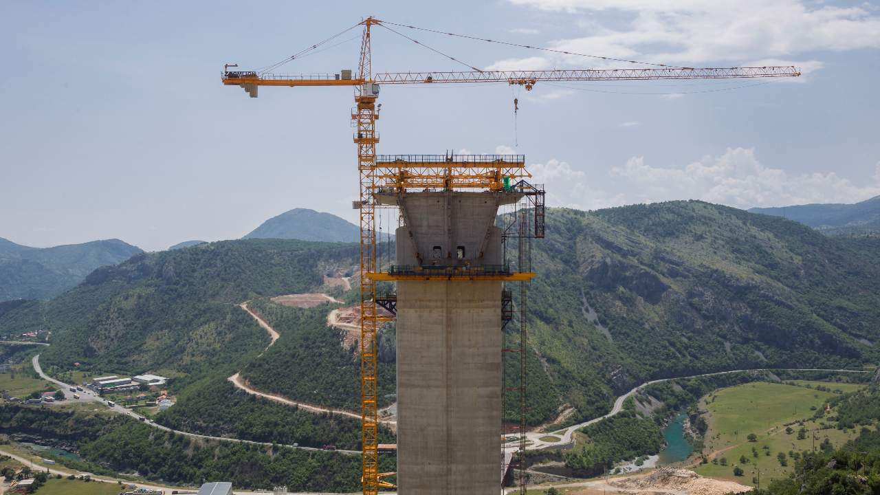 Photo: Workers are seen at the bridge construction site of the Bar-Boljare highway in Bioce, Montenegro June 11, 2018. Picture taken June 11, 2018. Credit: REUTERS/Stevo Vasiljevic