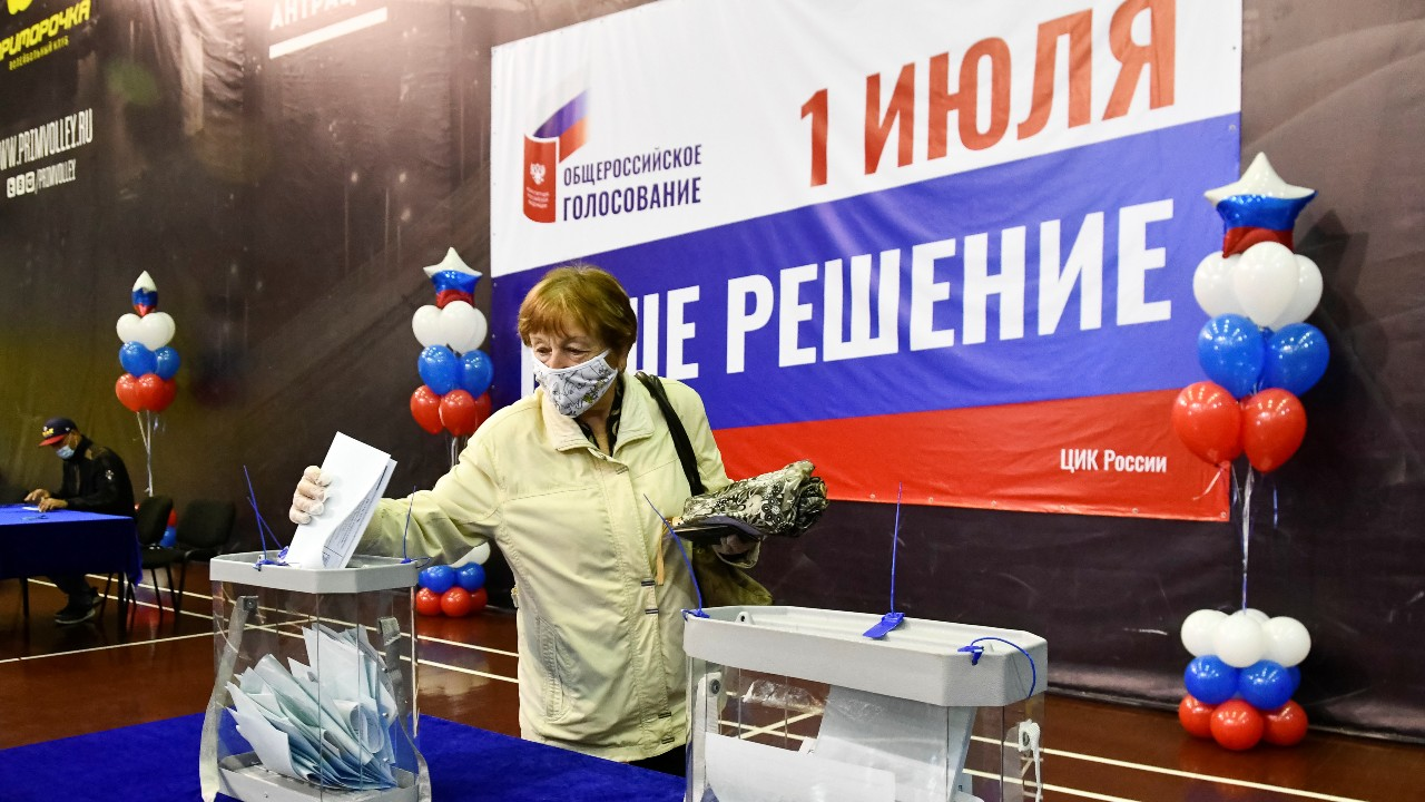 Photo: A woman casts her ballot at a polling station during a seven-day vote for constitutional reforms in Vladivostok, Russia, June 25, 2020. Credit: REUTERS/Yuri Maltsev