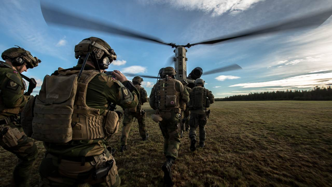 Norwegian Air assault troops are training their drills with help of the US Airforce and their Chinooks during Trident Juncture 18 in Rena.
