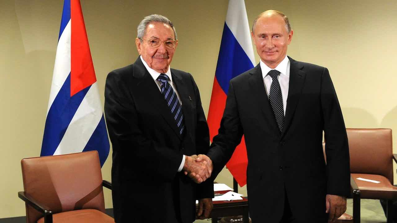 Photo: Vladimir Putin with President of the Council of State and Council of Ministers of Cuba Raul Castro. Credit: Kremlin.ru