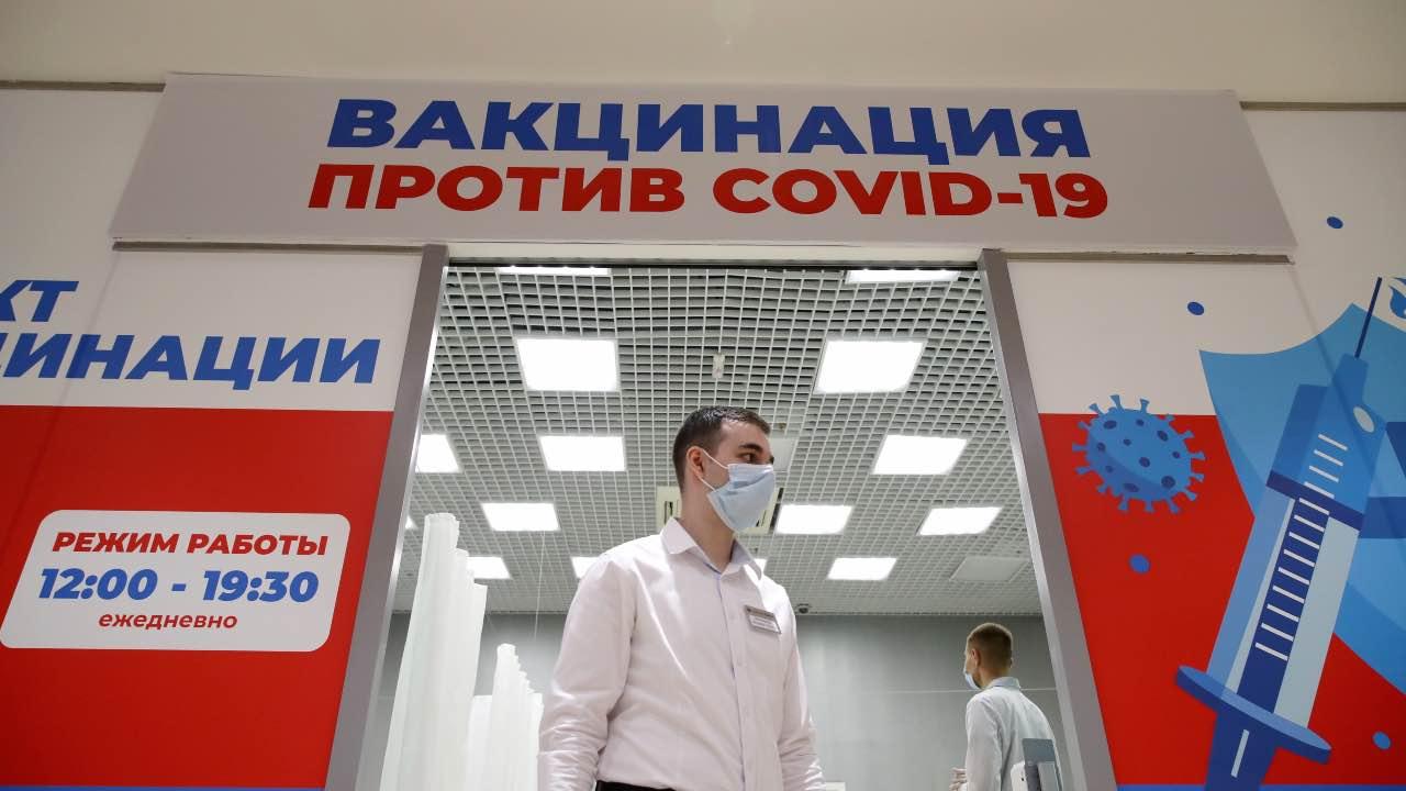 NOVOSIBIRSK, RUSSIA – JUNE 23, 2021: A mobile coronavirus vaccination site at the Aura shopping mall. Kirill Kukhmar/TASS.