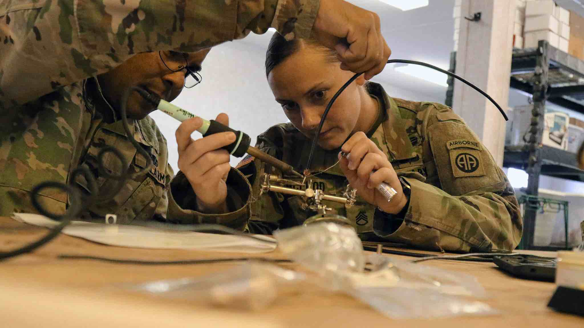 Staff Sgts. Luis Alicea (left) and Ashley McLeod of the 1st Brigade Combat Team, 82nd Airborne Division build an antenna during the Electronic Warfare competition on Fort Bragg, N.C., May 7, 2019. The competition is a division-level team event designed to evaluate new skills being used on the battlefield in the electromagnetic environment. (Photo by Pvt. Chantel Green)