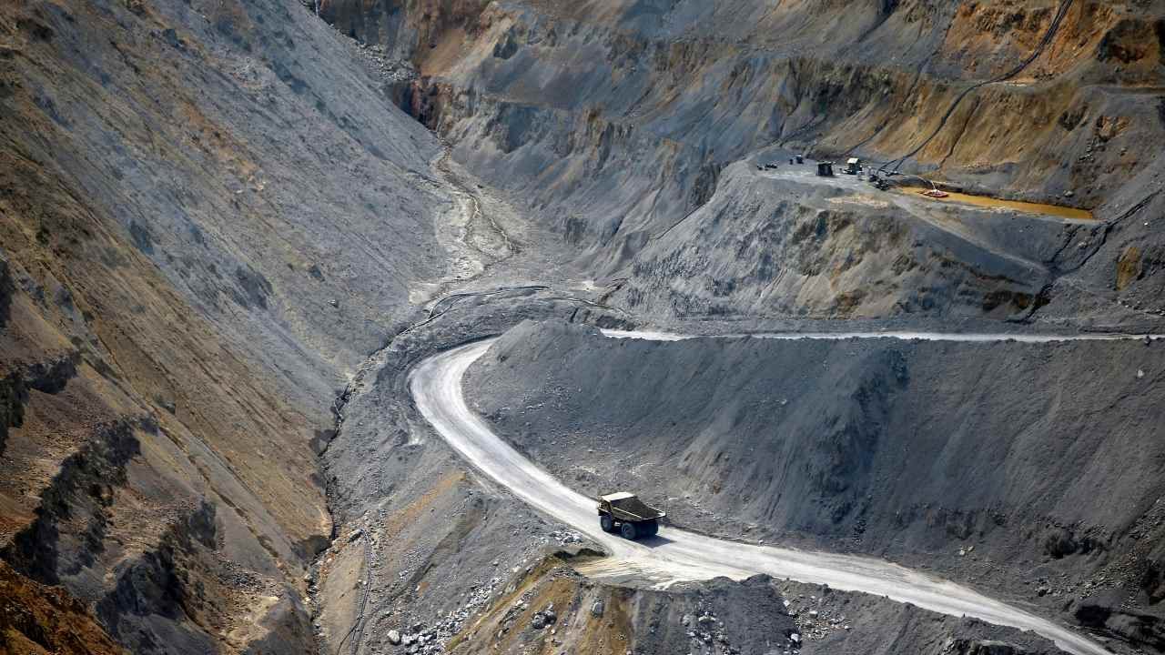 Photo: A dumper truck travels along a trail in the open copper pit in the Serbian town of Bor, some 238 km (148 miles) south-east from Belgrade June 8, 2013. In Serbia, foreign companies are picking up a long tradition of prospecting for gold and copper and discovering deposits that could mark a revival of the country's mining sector. Pressured by cautious investors, international mining companies are putting riskier exploration projects in places like Africa on ice and turning to developments where infrastructure and political risk are lower. Picture taken June 8, 2013. Credit: REUTERS/Marko Djurica