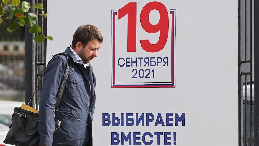 Image: MOSCOW, RUSSIA – SEPTEMBER 14, 2021: A man walks past an election campaign sign in the run-up to the 2021 Russian legislative election. Russia is to hold legislative elections on 17-19 September 2021. Voters will go to the polls to elect members of the Russian State Duma. In 9 constituent regions of Russia, voters will also elect heads of regional government, and in 3 more constituent regions, regional legislative assemblies will elect heads of regional government. 39 constituent regions of Russia, will hold regional parliamentary elections. Credit: Alexander Shcherbak/TASS.