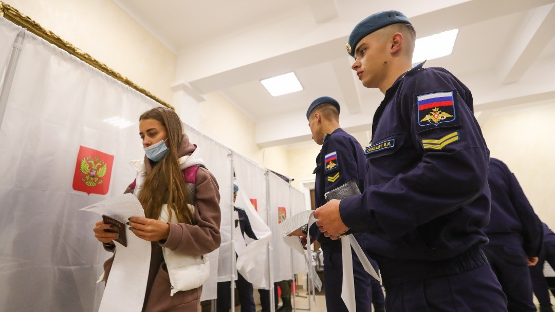 Image: RYAZAN, RUSSIA - SEPTEMBER 17, 2021: A girl and cadets of the Margelov Ryazan Guards Higher Airborne Command School vote in the 2021 Russian parliamentary election at polling station No 1019. Russia holds legislative elections on 17-19 September 2021; voters will go to the polls to elect members of the Russian State Duma; voters will also elect heads of nine Russian regions and 39 constituent regions of Russia will hold regional parliamentary elections. Credit: Alexander Ryumin/TASS.