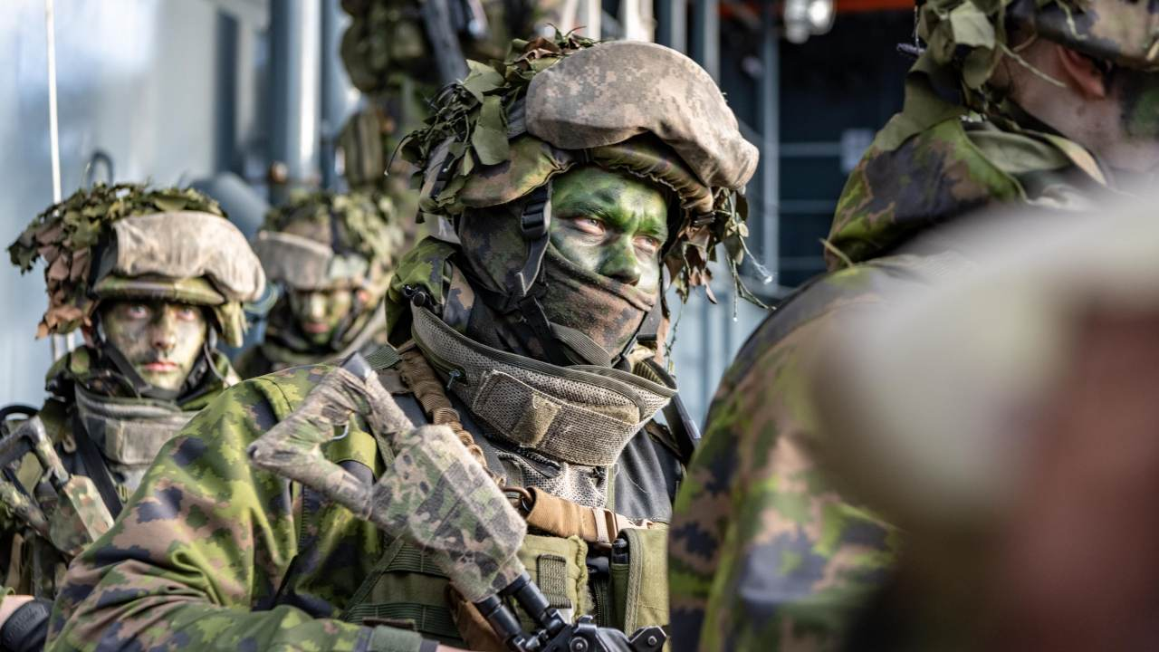 Photo: Finnish troops from the Nyland Brigade, Vasa Coastal Jaeger Battalion based in Raasepuri, embark aboard HNLMS Johan de Witt Landing Craft for Vehicle and Personnel (LCVP) involved in the Amphibious Assault, part of Trident Juncture DV Day. Credit: WO FRAN C.Valverde / NATO