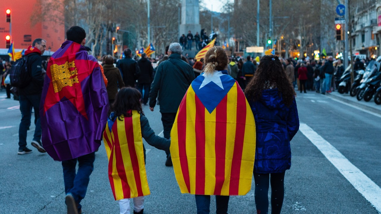 Photo: Catalan marchers. Credit  Külli Kittus/ Unsplash
