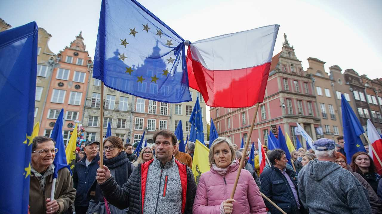 Photo: Protesters with EU and Polish flags are seen in Gdansk, Poland on 10 October 2021 People take to the streets around a country to voice opposition against a ruling from the country's Constitutional Tribunal on Thursday saying that the constitution overrides some EU laws. Credit: Michal Fludra/NurPhoto