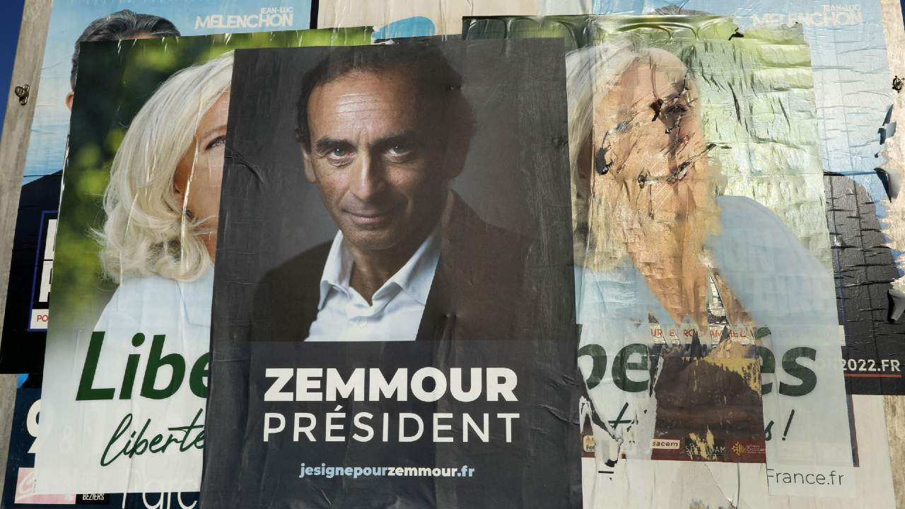 """Photo: Supporters attend Eric Zemmour's promotional tour for his book """"France hasn't said its last word"""" (La France n'a pas dit son dernier mot) on October 16, 2021 in Beziers, south of France. Zemmour attracted more than 1500 people and gave a candidate-like speech as a candidate without officially confirming that he will run for president in 2022. Photo by Patrick Aventurier/ABACAPRESS.COM"""